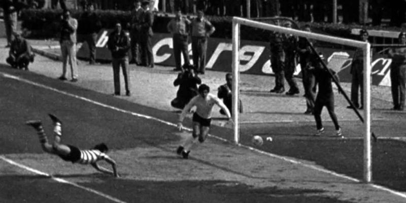 Hector Yazalde Bola de Ouro
